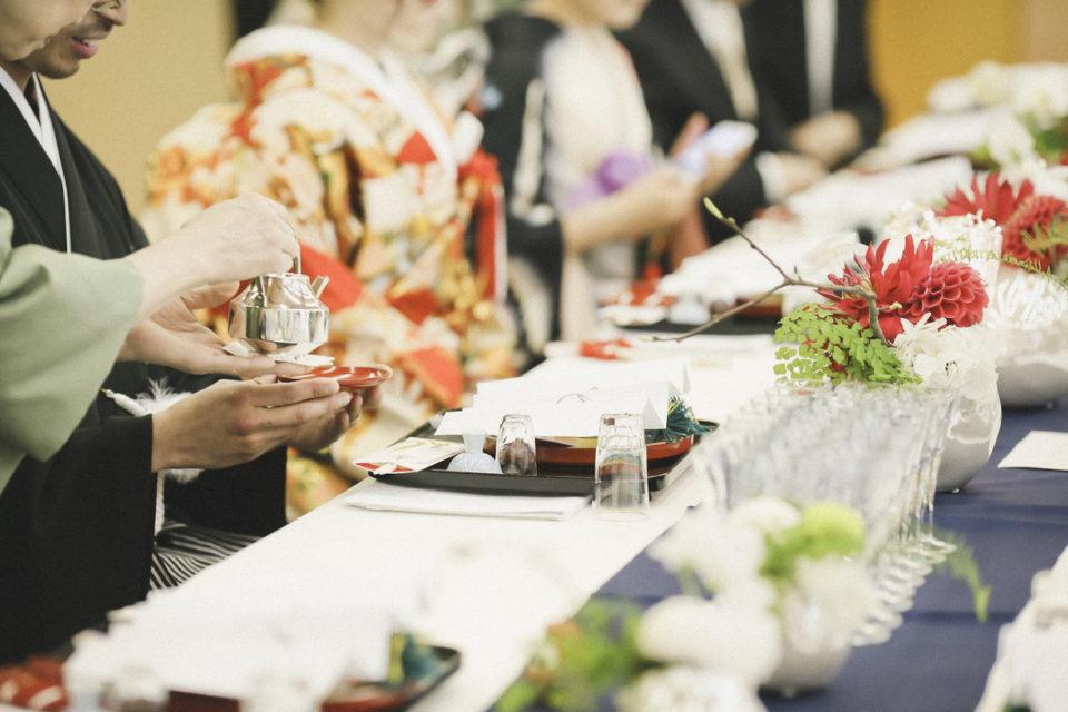たくや&みさウェディングレポート 乾杯は朱の盃に日本酒を